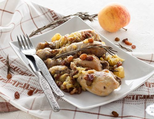 Pollo con mela ed uvetta