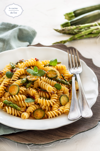 Pasta con asparagi e zucchine