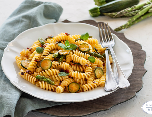 Fusilli con asparagi e zucchine