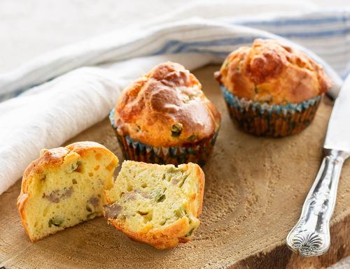 Muffin con asparagi e salsiccia