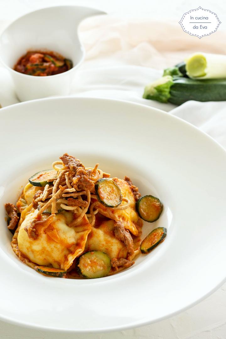 Ravioli ripieni con patate macinato e zucchine