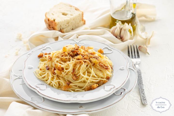 Spaghetti aglio olio e mollica