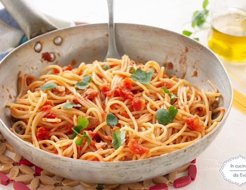 Spaghetti al pomodoro con vongole