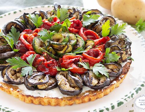 Torta salata di patate con verdure grigliate