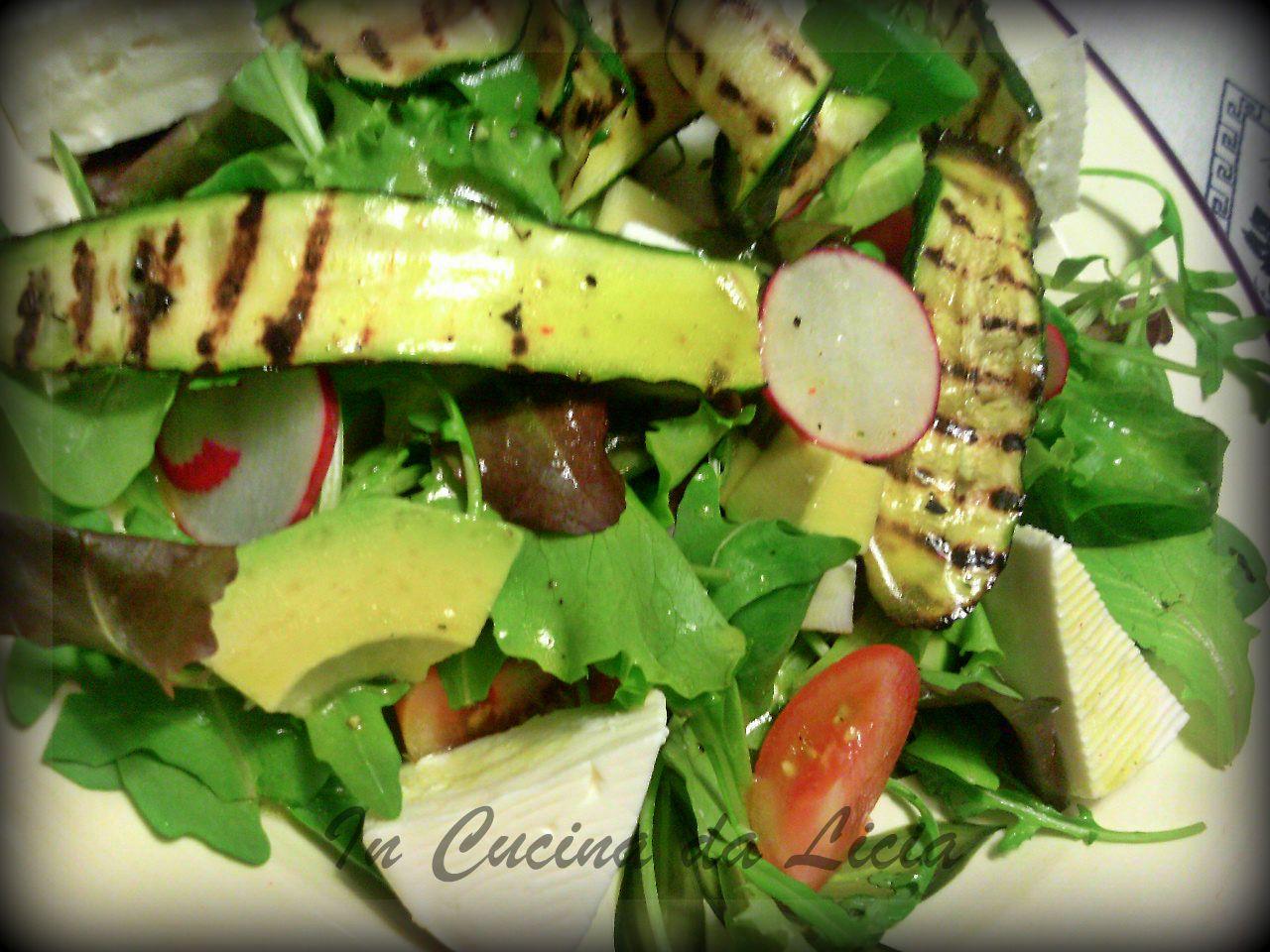 Insalata con zucchine alla griglia avocado e primo sale - Griglia da cucina ...
