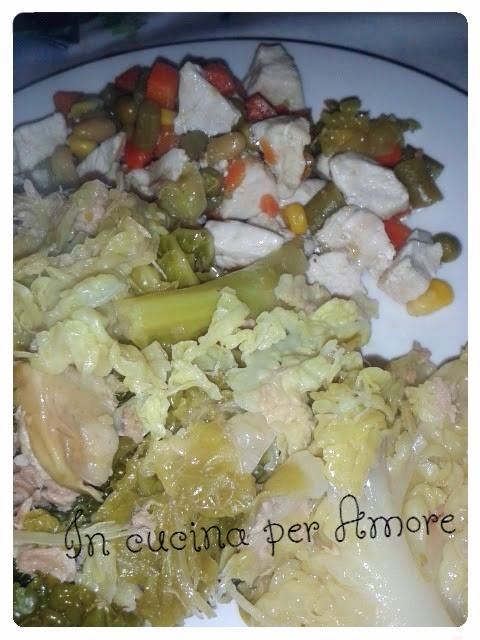 Verza al vapore a modo mio con tocchetti di pollo e verdure