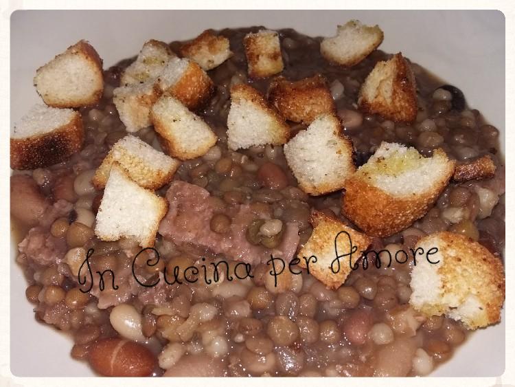 Zuppa di legumi con cotechino