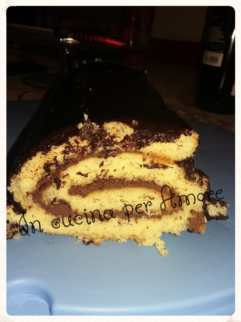 Rotolo alla nutella con glassa al cacao