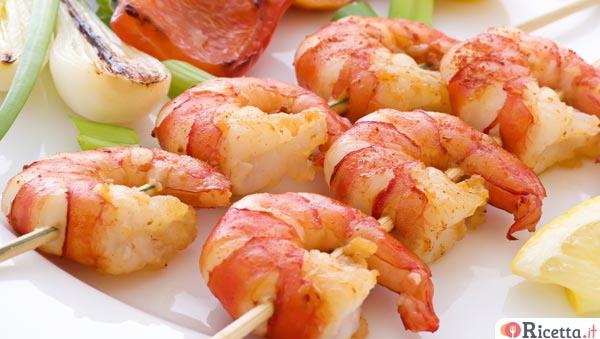 Spiedini di pesce in padella in cucina per amore for Spiedini di pesce gratinati