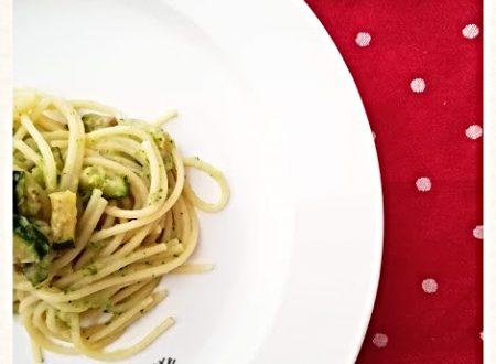 Spaghetti con crema di zucchine e alici