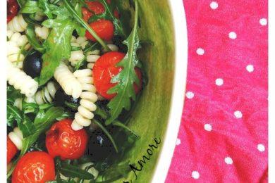 Pasta fredda con rucola e pomodorini