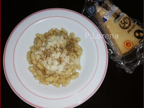 Malloreddus con salsa di Parmigiano Reggiano e noci