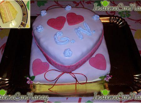 Torta crema mascarpone al gusto di fragole e panna