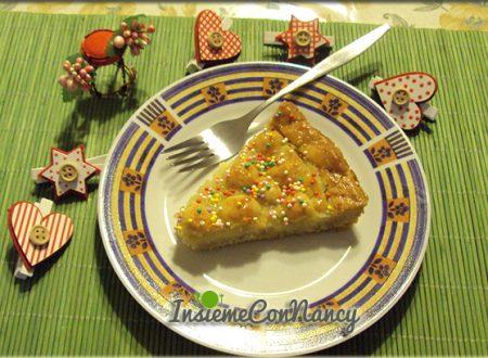 Crostata decorata con struffoli