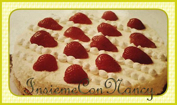 Torta al formaggio con fragole e vaniglia