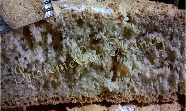 Pane con uva passa e rosmarino
