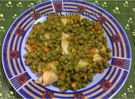 Petto di pollo con piselli e carote