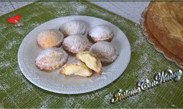 Biscotti di pasta frolla ripieni di crema pasticcera