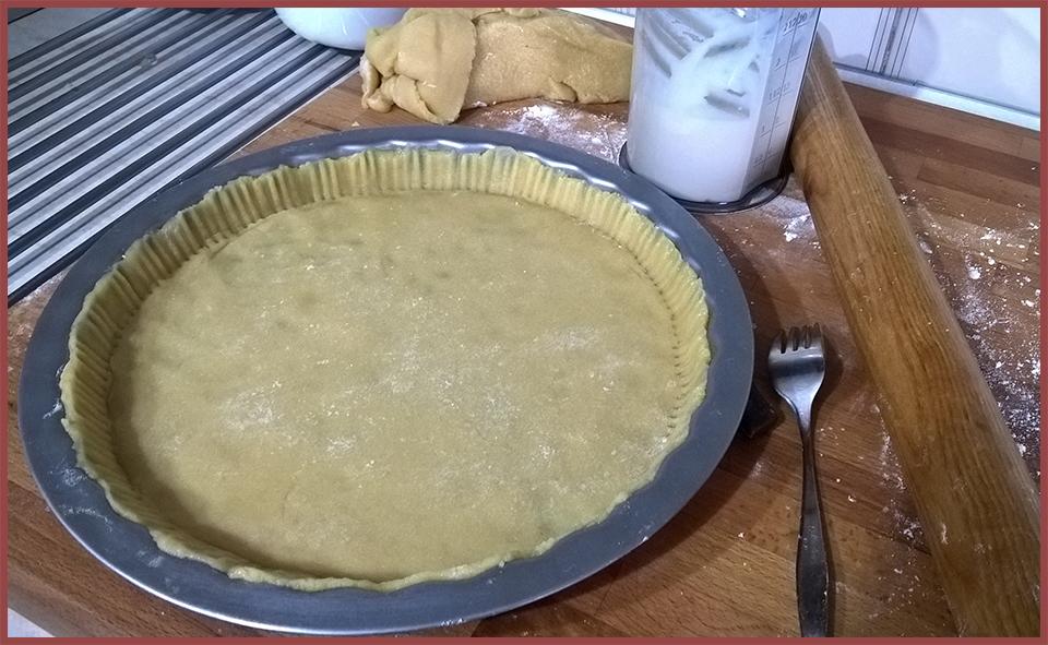 stendete la Pasta Frolla