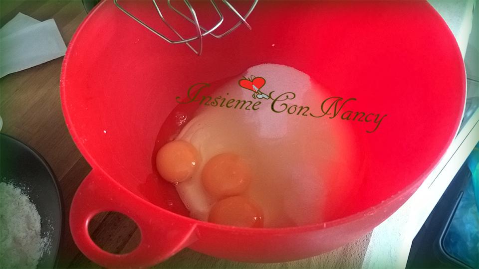 montate le uova con lo zucchero