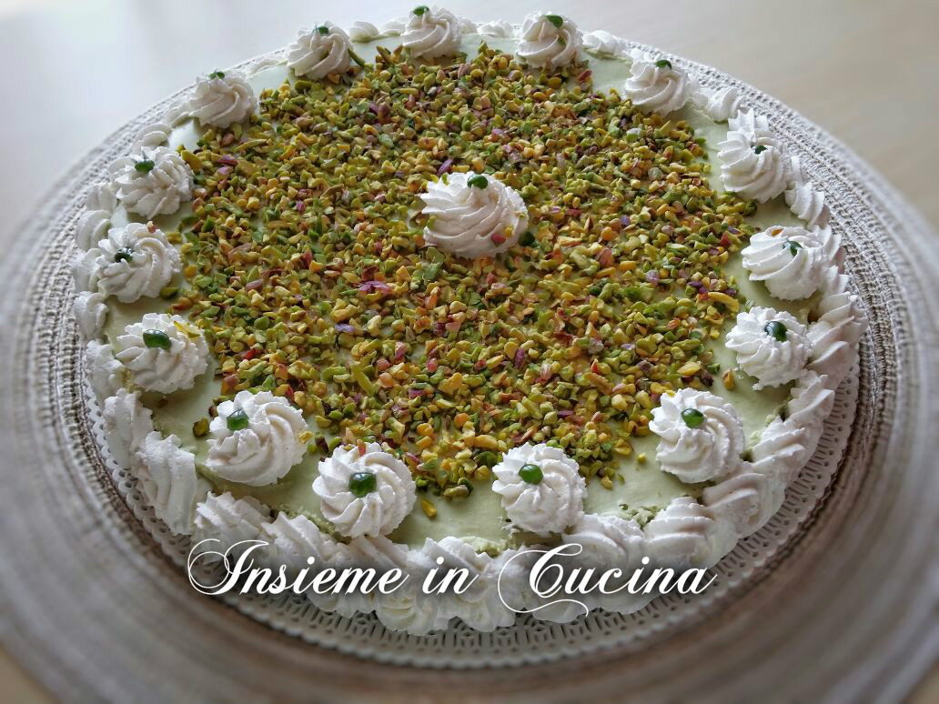 Cheesecake Pistacchio E Cioccolato Bianco Insieme In Cucina Isa