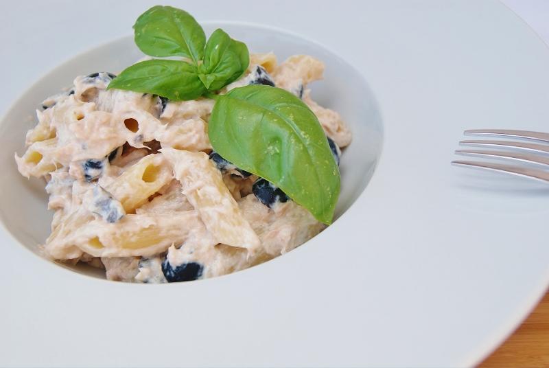 Pasta con tonno philadelphia e olive nere