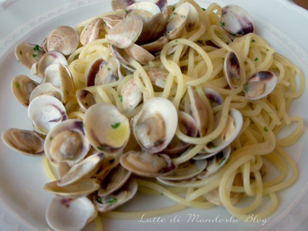 Spaghetti alla vongole in bianco