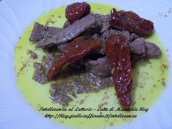 Straccetti di carne con pistacchi e pomodori secchi | Latte di Mandorla