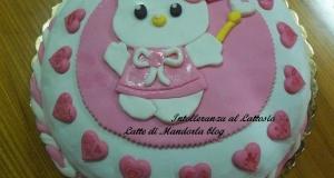 Torta Compleanno Hello Kitty in pasta di zucchero, senza lattosio | Foto ricetta guidata