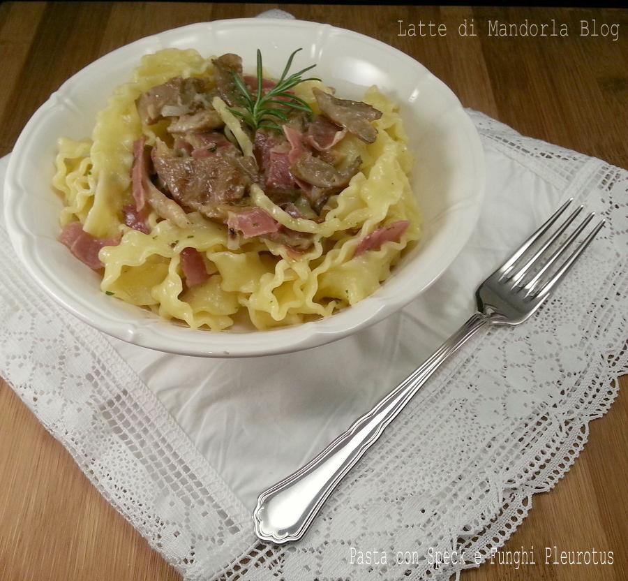 Pasta con speck e funghi pleurotus  -Latte di Mandorla Blog Ricette senza Lattosio - Copyright © All Rights Reserved