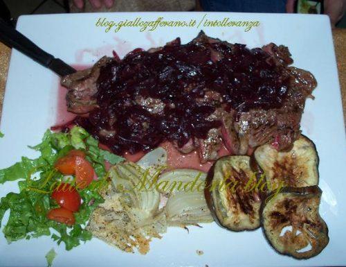 Tagliata di manzo con cipolle al Barolo | Ricetta carne, secondo piatto