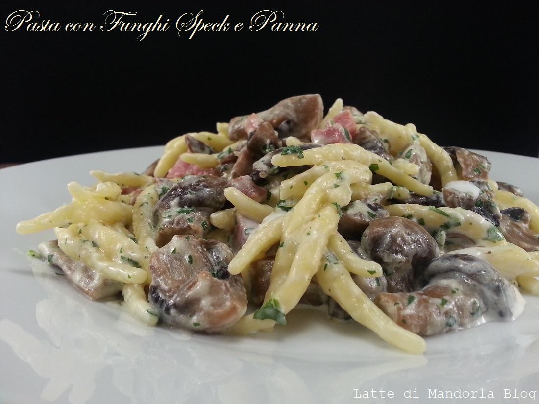 Pasta con funghi speck e panna