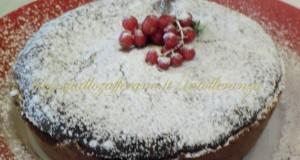 Torta al cioccolato fondente dal cuore morbido | Ricetta dolce senza lattosio