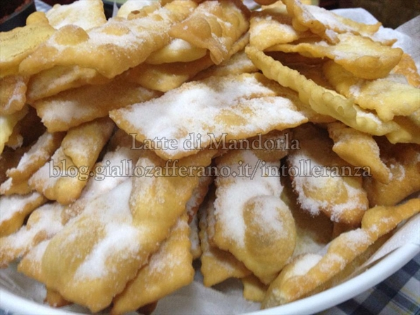 Chiacchiere, Frappe o Bugie fritte | Dolci di Carnevale, senza lattosio
