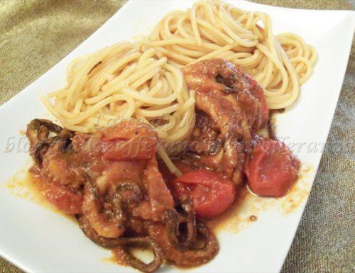 Spaghetti con sugo del polpo alla luciana