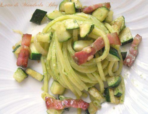 Tonnarelli con zucchine, pancetta e pesto al  basilico