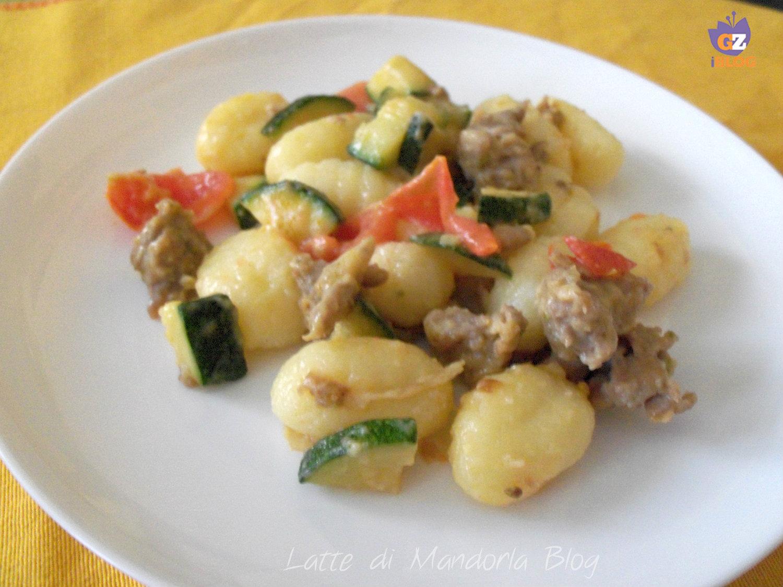 Gnocchi con zucchine e salsiccia