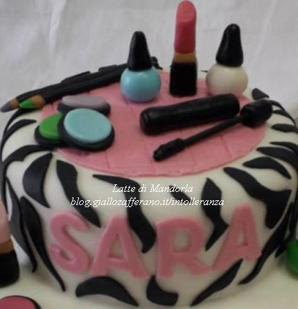 torta zebrata con i trucchi ragazza in pasta di zucchero
