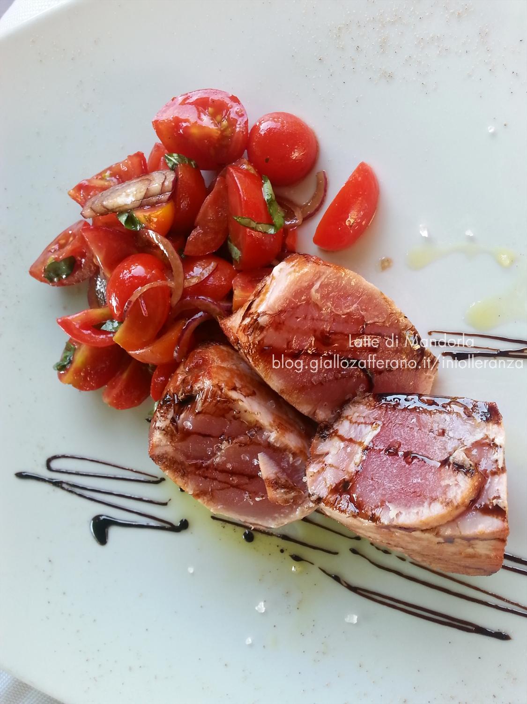 Tagliata di tonno con cipolle di tropea