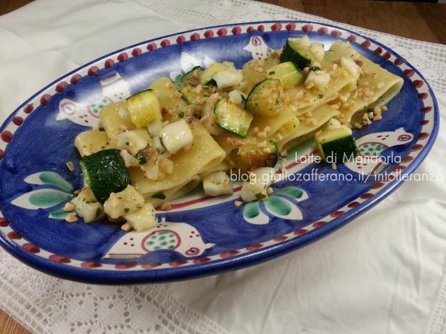Pasta con zucchine baccala e granella di nocciole