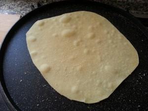 Pizza veloce cotta in padella senza lievito glutine lattosio -Latte di Mandorla Blog Ricette senza Lattosio - Copyright © All Rights Reserved