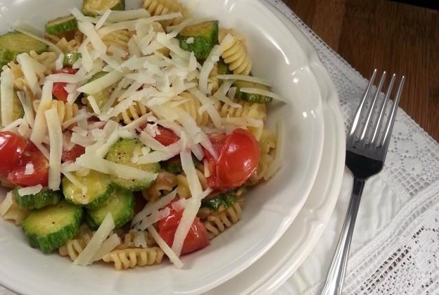 Pasta fredda con zucchine e pomodorini senza glutine