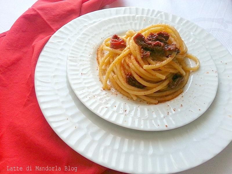 Pasta con pomodori secchi acciughe e bottarga -Blog Ricette senza Lattosio per intolleranti – Copyright © All Rights Reserved (Blog Giallozafferano)