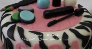 Torta di compleanno in pasta di zucchero, Zebrata
