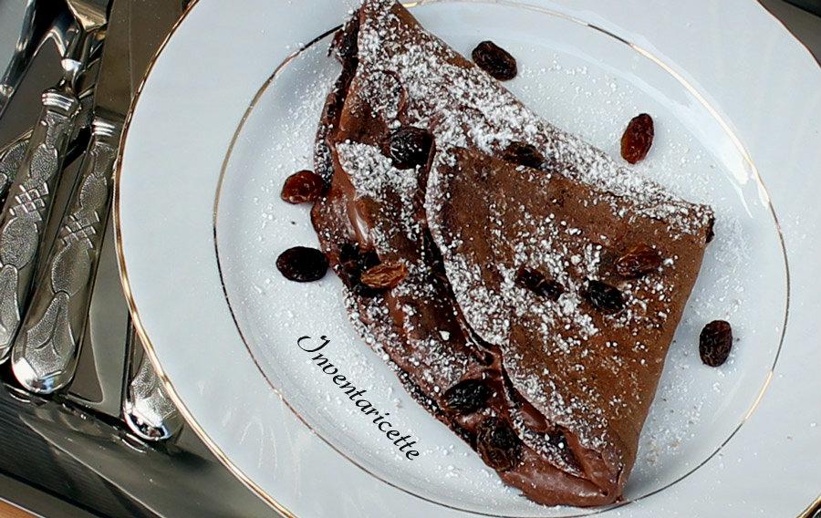 Crepe al cioccolato rum e uvetta. Cocoa crepe with nutella rum & raisins