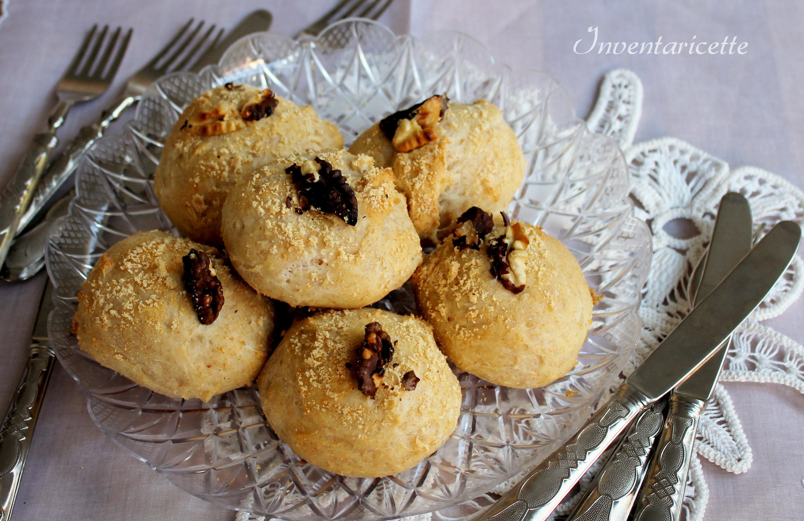 Panini integrali con noci e pecorino - Panini di pan brioche salato