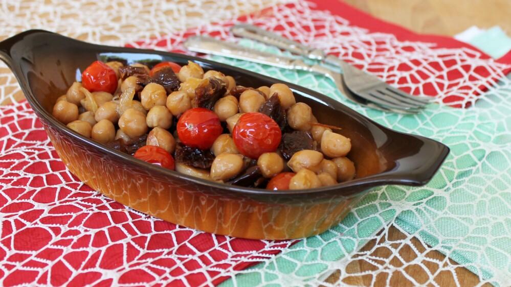 CECI IN PADELLA ricetta sfiziosa con pomodori secchi e pomodorini