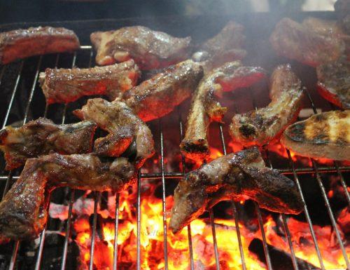 Come fare il barbecue perfetto? Regole e istruzioni d'uso