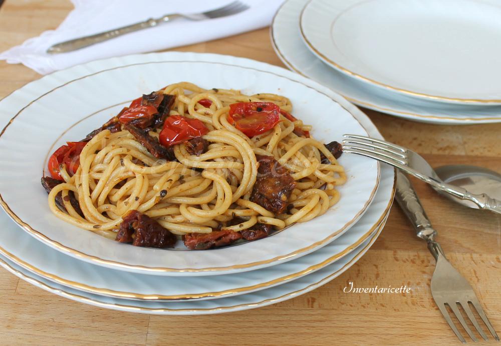 Spaghetti ai 2 pomodori | Spaghetti con pomodorini e pomodori secchi