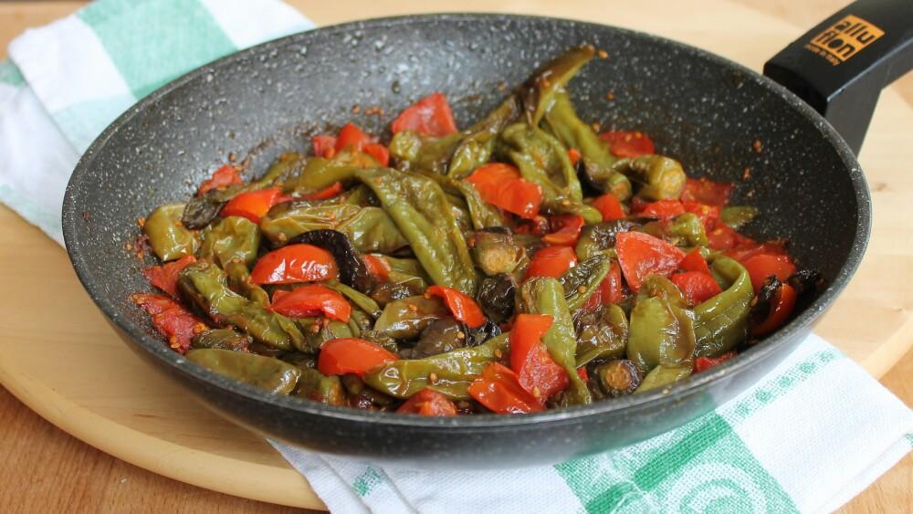PEPERONI FRIGGITELLI IN PADELLA ricetta peperoncini verdi